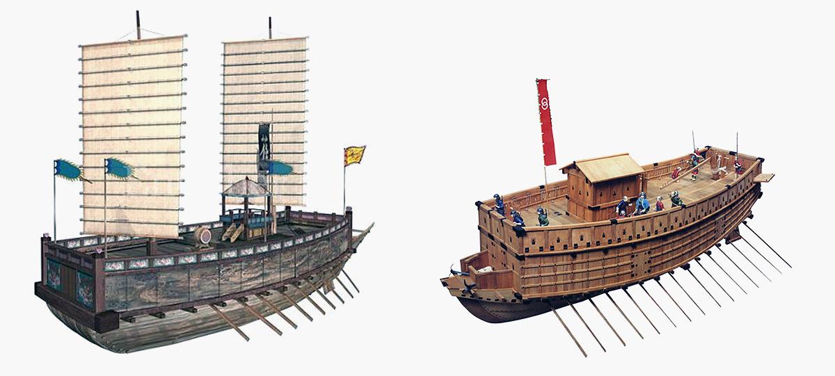 조선의 판옥선(板屋船)과 일본의 아타케부네(安宅船)(우) / 자료: 불멸의 이순신 홈페이지