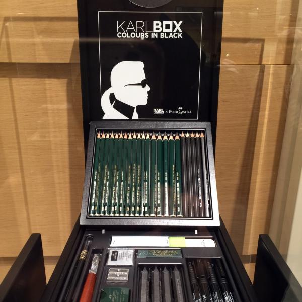 칼 라거펠트와 파버카스텔의 컬래버레이션 제품인 한정판 색연필 칼 박스(KARL BOX)입니다. ⓒ트래블코드