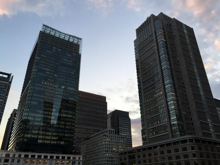 도쿄역 재개발 프로젝트의 일환으로 재건축된 JP 타워(좌)와 신마루노우치 빌딩(우)입니다. ⓒ트래블코드