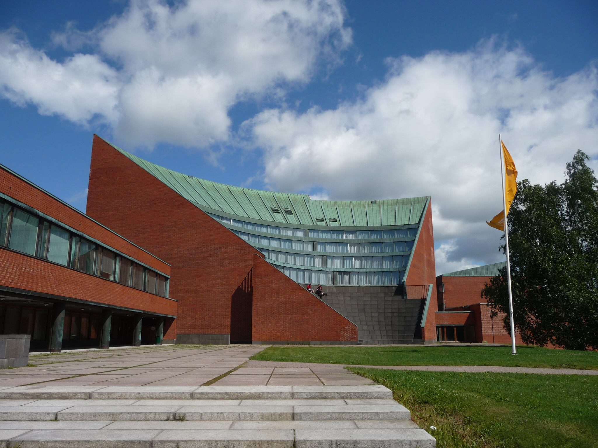 세계적인 핀란드 건축가 알바 알토의 이름을 딴 알토대학교. 나와 남편이 다닌 학교다. 그를 가장 존경하는 남편은 알바 알토가 디자인한 이 건물에서 수업을 들었다. ⓒ류진