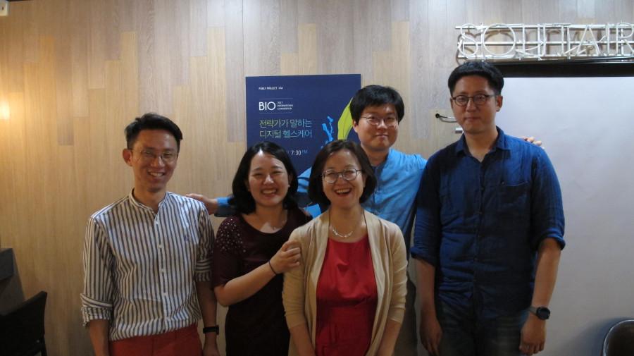왼쪽에서부터 김치원 저자, 문여정 이사, 김현정 센터장, 강성지 대표, 이승우 수석 ⓒ차새날