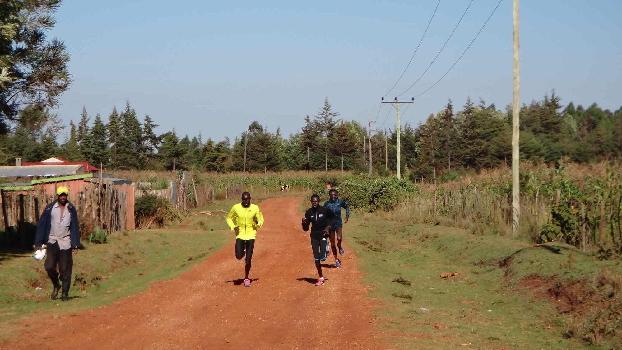 35km 장거리주 끝 지점에 도착하는 헬라와 에드나 ©김성우