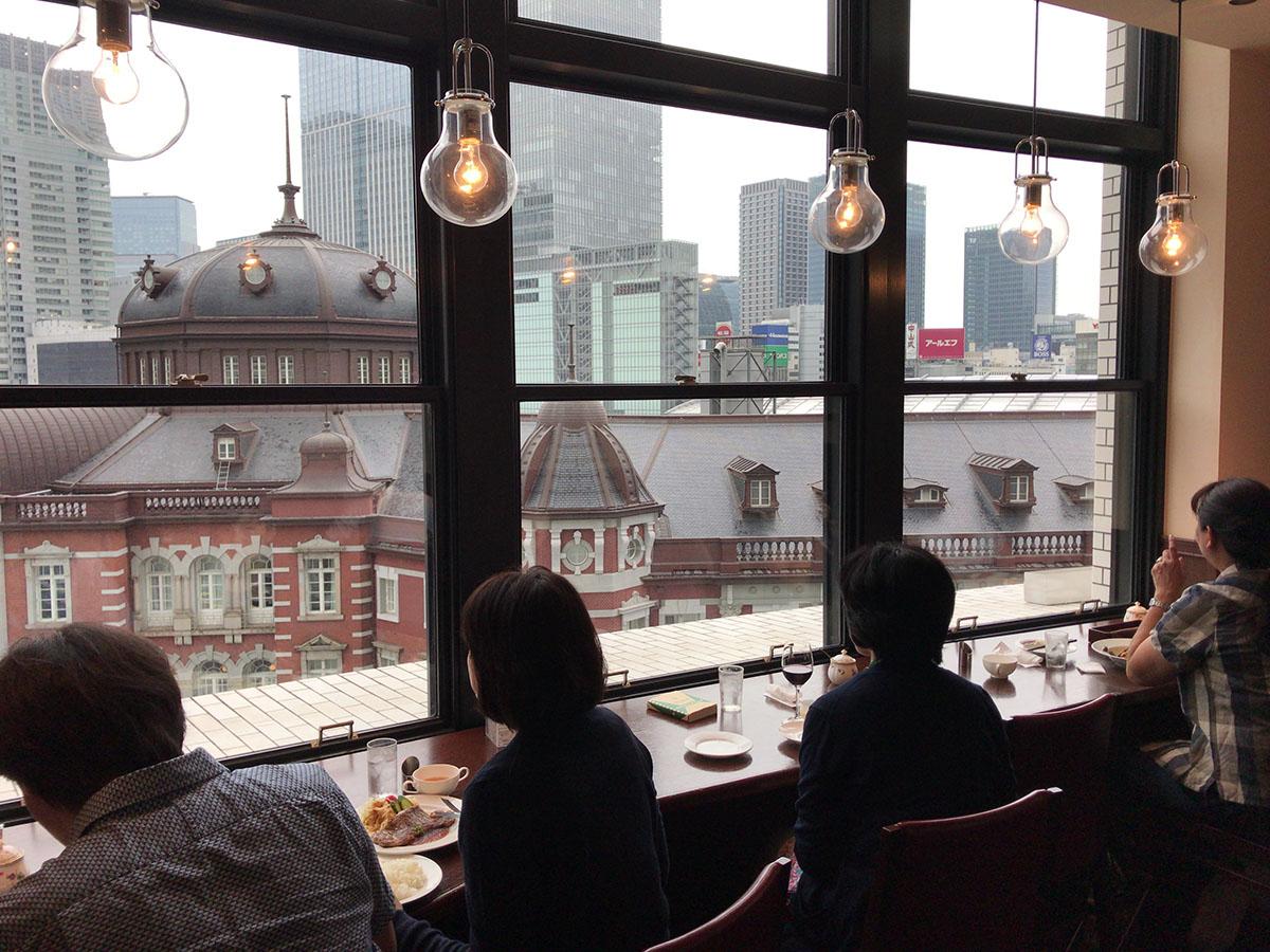 도쿄역이 내려다 보이는 KITTE 경양식 집 ⓒ최빈