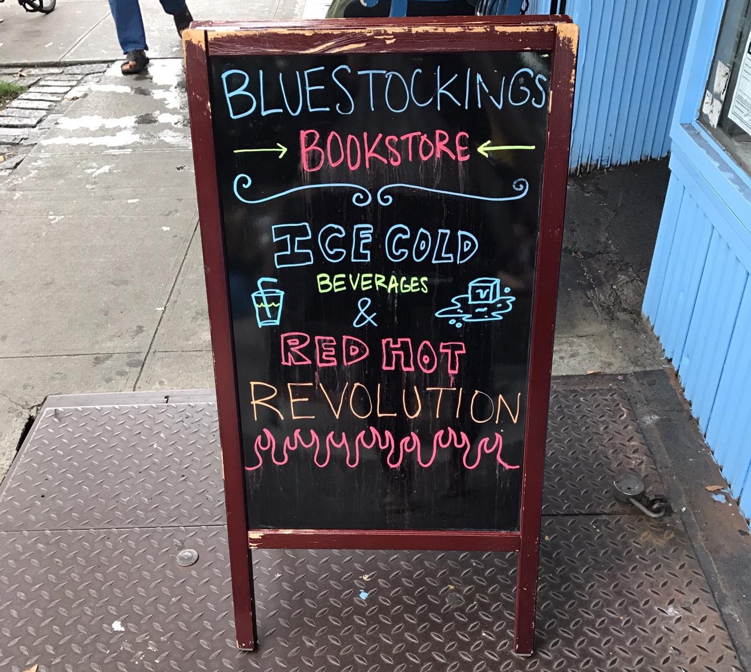 """""""블루스타킹스에는 차가운 얼음 음료와 화끈한 혁명이 있습니다."""" ⓒ안유정"""