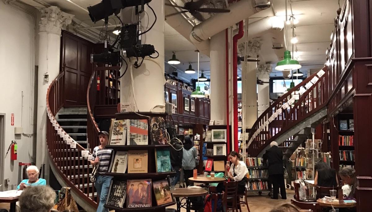 좋은 의도로 모인 좋은 사람들 Housing Works Bookstore & Cafe