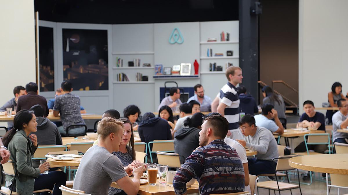 식당 저 구석에는 창업자가 시작했던 첫 번째 에어비앤비 방이 구현되어 있다. ©이은재