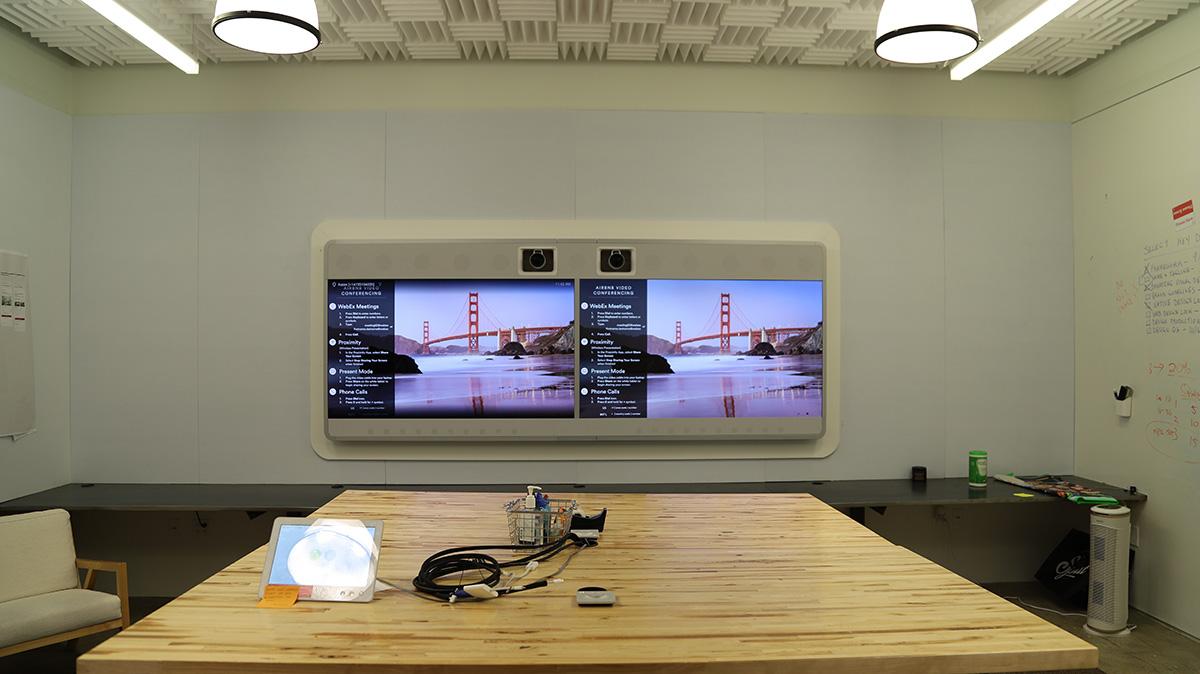 거의 모든 회의실에는 화상통화 장비가 설치되어 있다. ©이은재