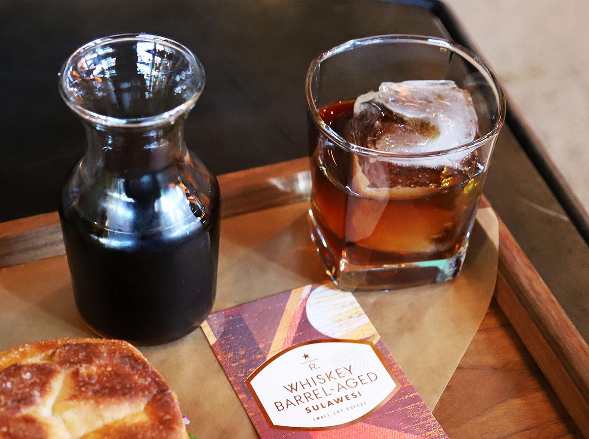 위스키 통에서 숙성시킨(Whiskey Barrel-Aged) 커피 ©이은재