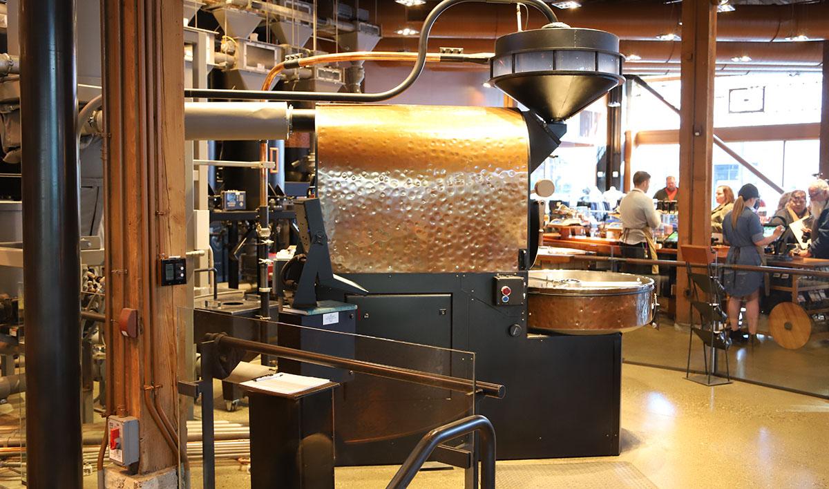 이 로스팅 기계 하나로, 전 세계 리저브 매장 원두를 공급한다. ©이은재