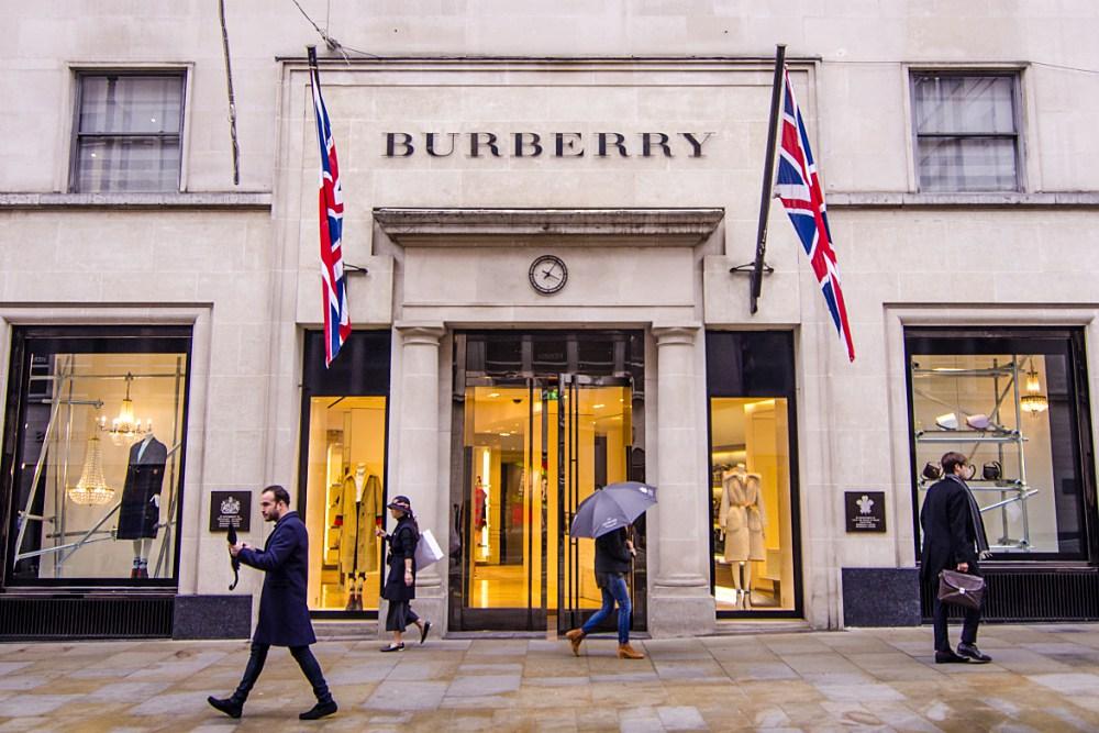 런던 메이페어에 있는 버버리 매장 ©Willy Barton/Shutterstock