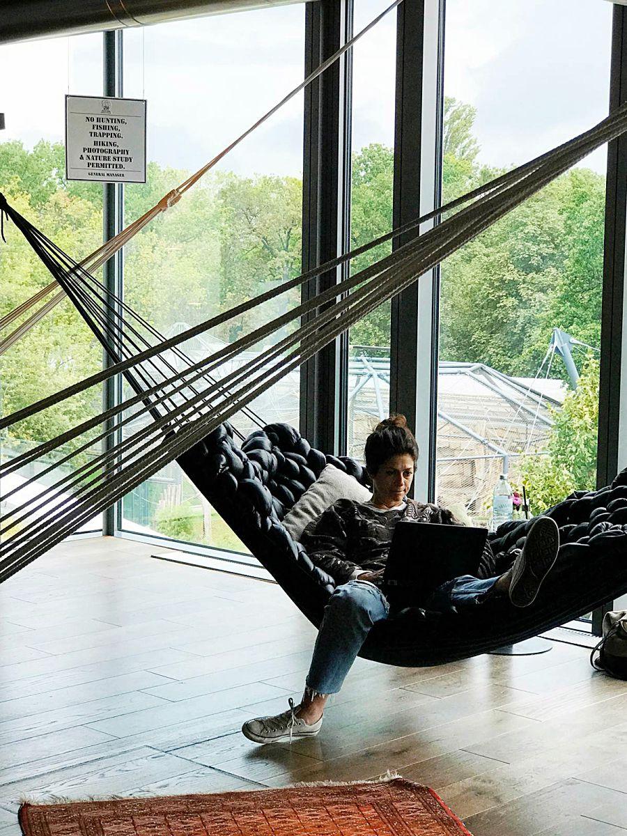 비키니 베를린의 독특한 감성을 완성해주는 3층의 해먹 공간 ©김양아