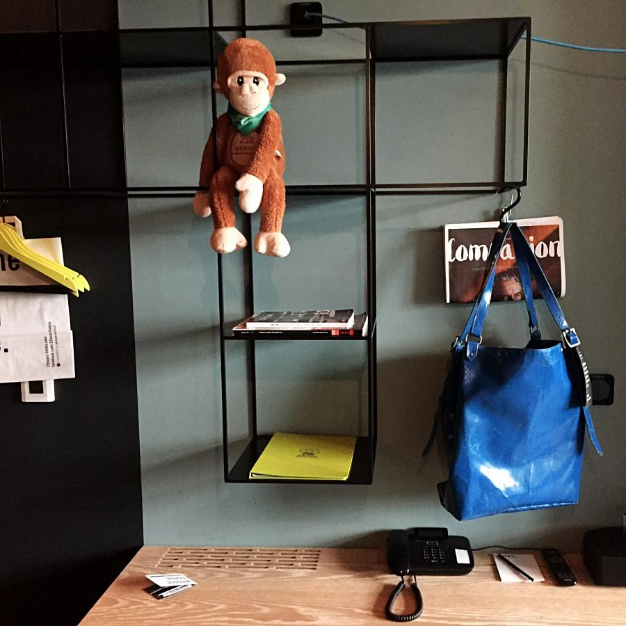 비키니 베를린의 투숙객이라면 누구나 사용할 수 있는 프라이탁 가방 ©김양아