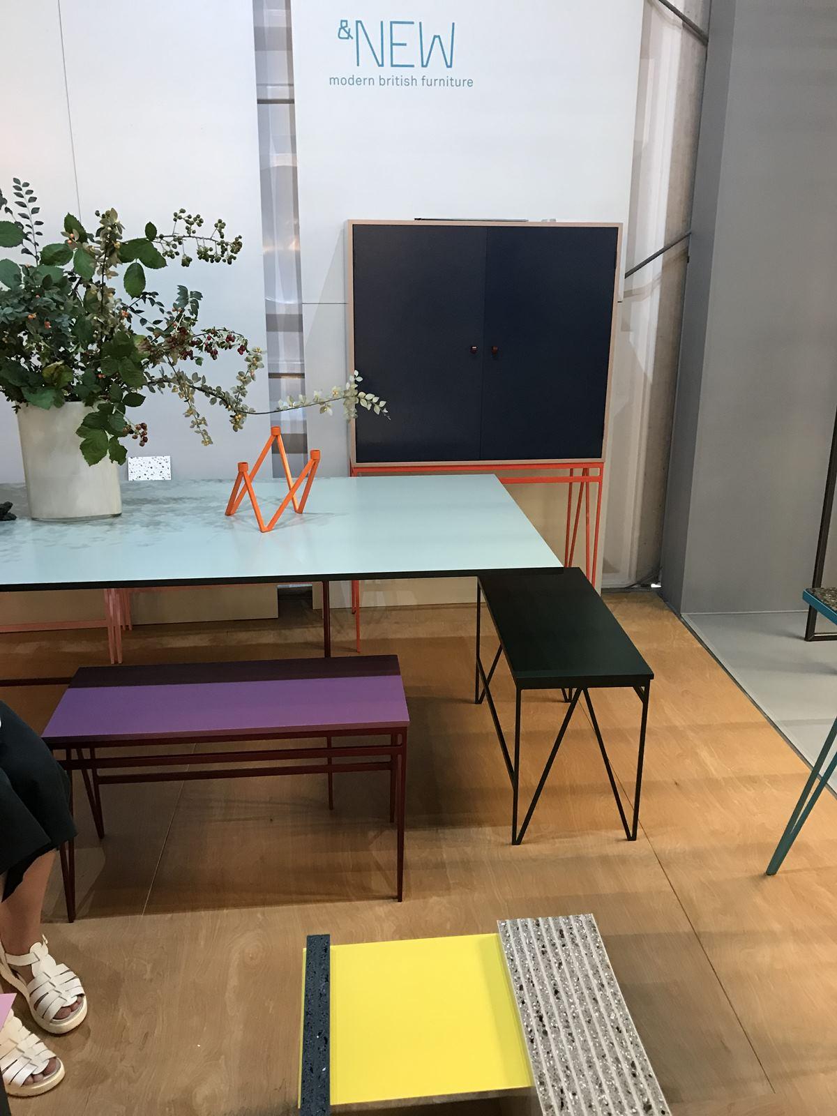 디자인정션(designjunction)에서 만난 &NEW의 작품들, 지그재그 다리 모양은 이 스튜디오의 아이덴티티다. ©김병수