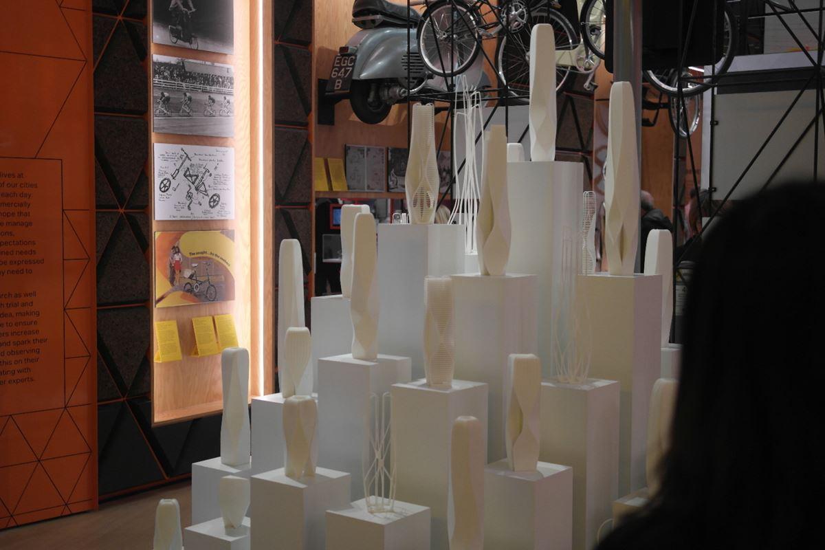 얼마 전 작고한 건축가 Zaha Hadid의 건축 모형들. 프로토타입을 다양하게 제작해봄으로써 디자인을 구체화해나간다. ©김병수