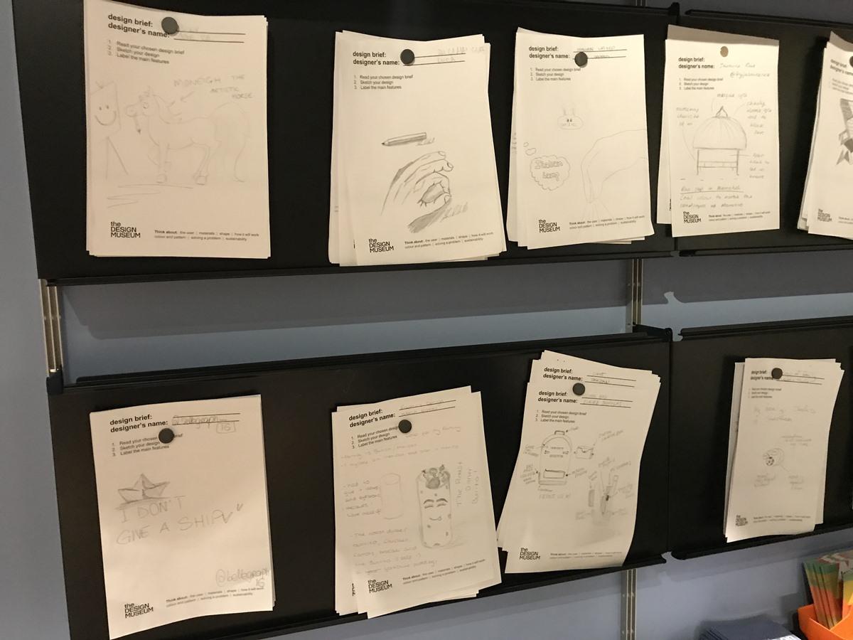 Design Museum에서 가족이 함께 하는 코너. 브랜딩은 무엇이고 어떤 과정을 통해 이루어지는지 상세하게 설명되어 있다. 가족이 함께 브랜드를 만들어보고 공유하는 시간을 갖는다. ©김병수