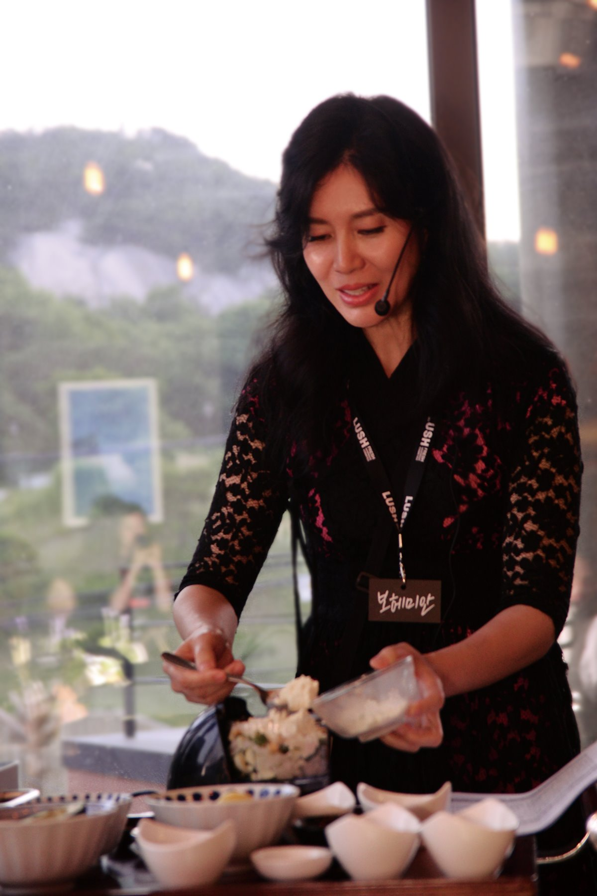 젤러쉬 창단식에서 요리를 시연 중인 보헤미안 대표 ©베어/LUSH