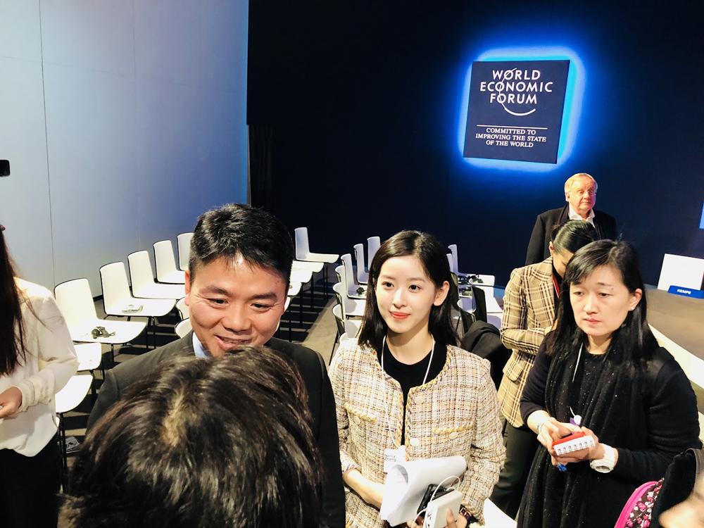 이번 다보스 포럼에는 알리바바, 바이두 등 중국 이커머스 비즈니스의 수장이 대거 참석했다. 사진은 징동닷컴의 류창둥(Liu Qiangdong)과 아내 장저텐(Zhang Zetian)이다. ⓒ신명철