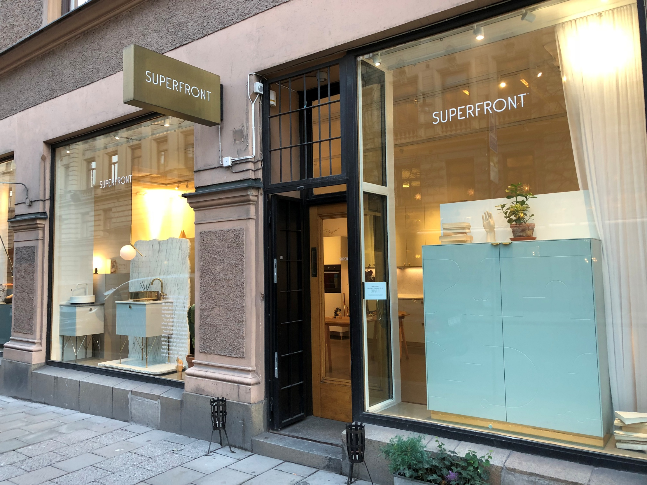 스톡홀름 중심가에 위치한 Superfront 쇼룸에서는 그들의 제품을 이용한 고급스러운 인테리어 예시를 직접 경험할 수 있다. ©김상찬