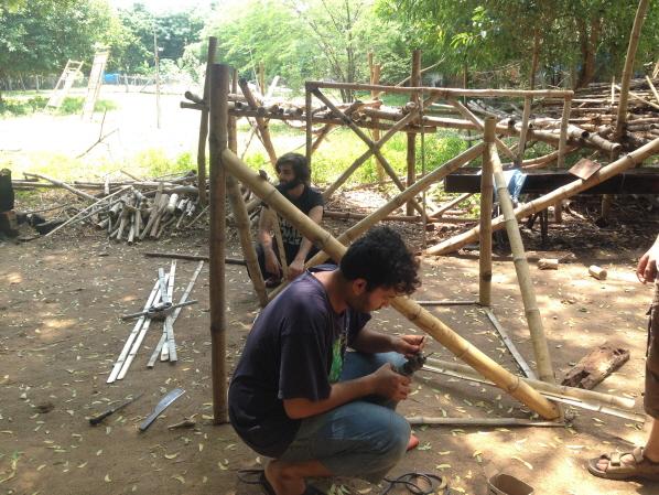 Bamboo workshop에 참가한 청년들  ©김지수