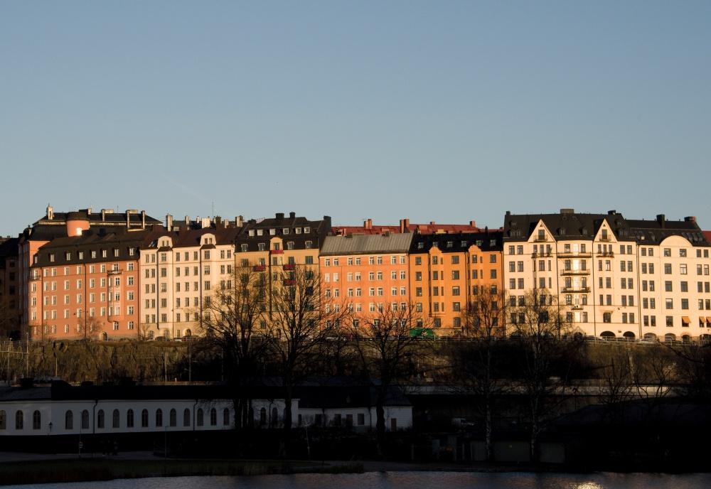 스톡홀름 도심 Vasastan(바사스탄) 지역의 주거 단지 전경. 국내 아파트 단지들과는 달리 대부분 6~7층 내외 건물 집단으로 구성되어 있으며, 백 년 이상의 역사를 지닌 건물들도 많다.