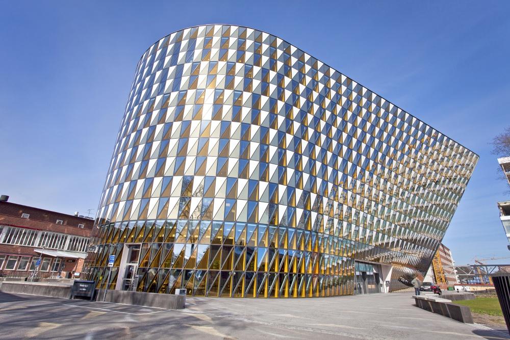 스웨덴을 대표하는 세계적인 의과대학 병원 Karolinska의 전경. 해당 학교 교수들이 매년 노벨 생리학/의학상 수상자를 선정한다.