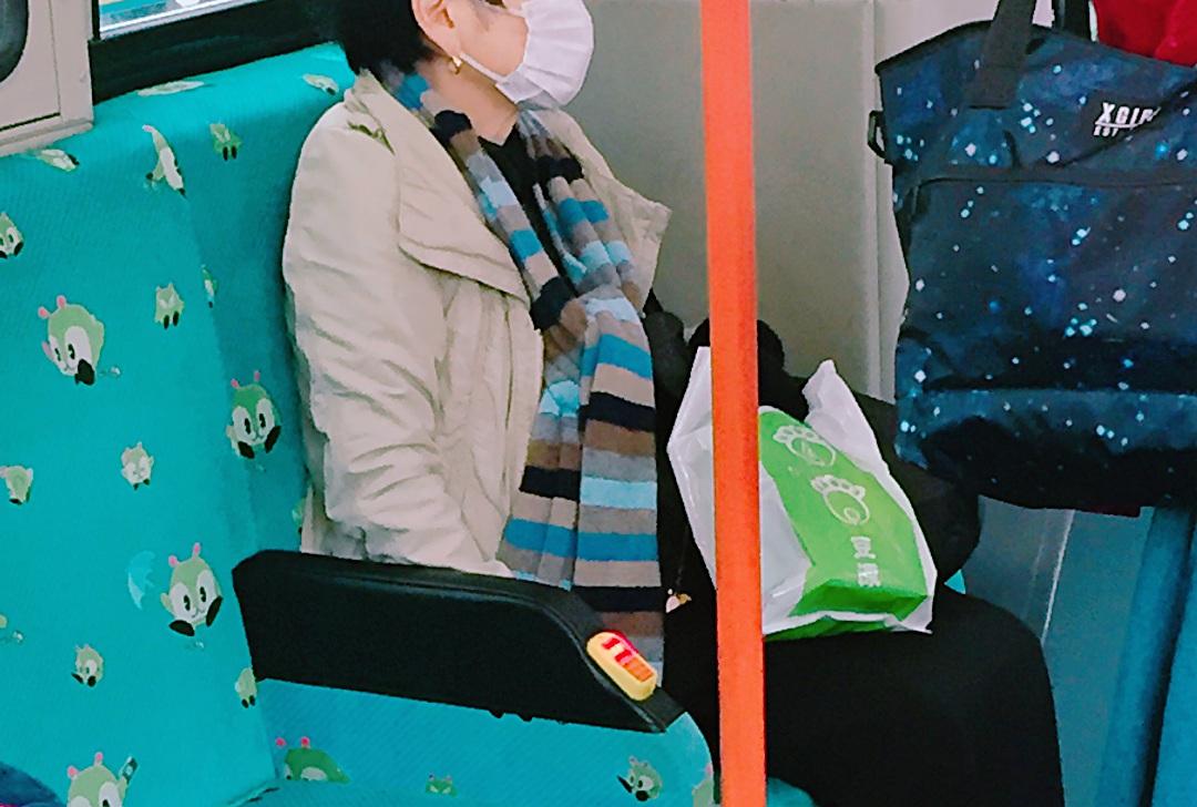도쿄 버스에서 발견한 노약자용 하차벨 ©생각노트
