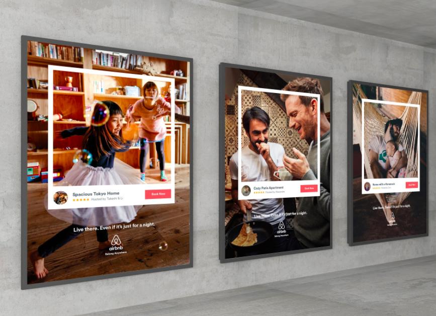 미국에서 진행한 옥외 광고: 브랜드에서 직접 찍은 사진으로, 사람을 담는 하얀색 상자가 같은 위치에 표시되어 있다. ©Airbnb