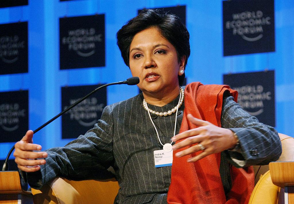 2008년 다보스 포럼에서 발언 중인 인드라 누이 ©World Economic Forum/Wikimedia