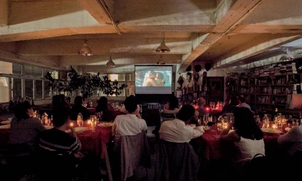 영화 <로미오와 줄리엣>을 관람하며 식사를 하는 사람들 ⓒCuore Private Kitchen