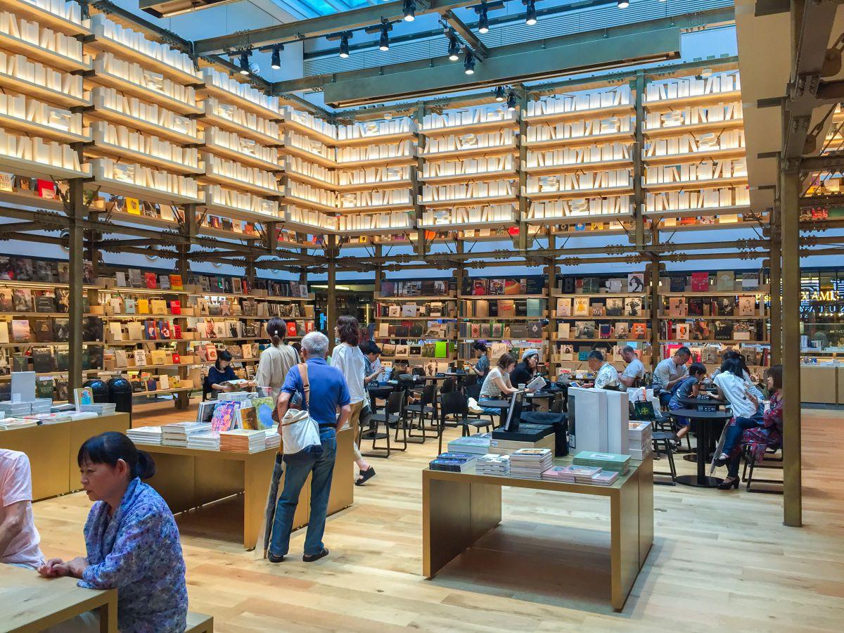 일본 도쿄 긴자식스(Ginzasix) 내 츠타야 서점 (2017년 7월 촬영) ⓒMADSOLAR / Shutterstock.com