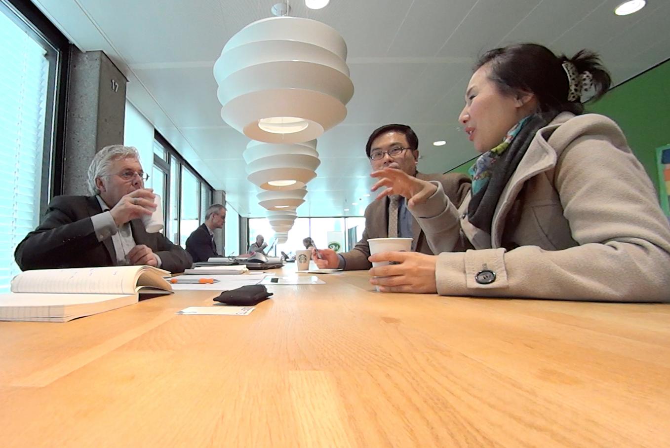 네덜란드와 한국의 스마트 워크 전문가들과 진행한 토론 ⓒ최두옥