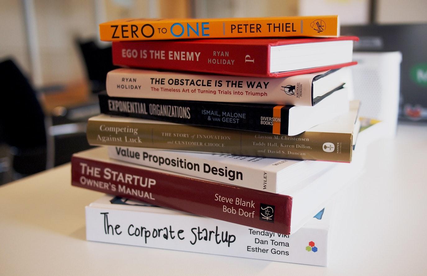 피터 티엘은 그의 저서 <제로 투 원>에서 작은 스타트업이 큰 기업과 경쟁하는 법을 말한다. ⓒDaria Nepriakhina/Unsplash
