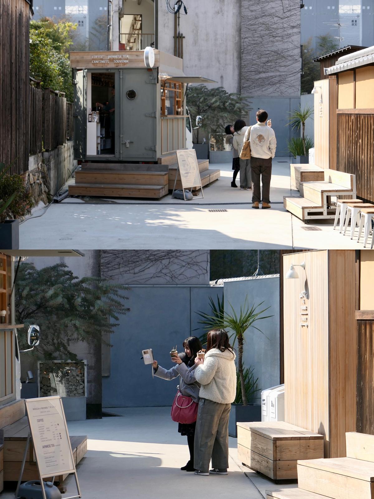 구석진 커피 트럭 앞에서 열심히 셀피를 찍는 관광객들 ©생각노트