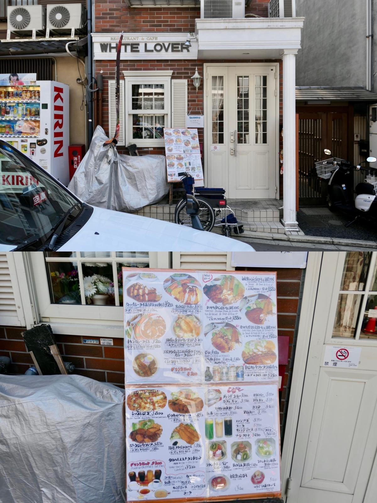 구글맵으로 찾은 식당 화이트 러버. 들어가는 문 옆 큰 메뉴판이 인상적이었다. ©생각노트