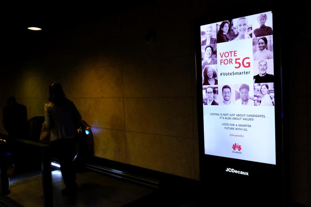 브뤼셀에 걸린 화웨이 5G 광고판 ⓒShutterstock
