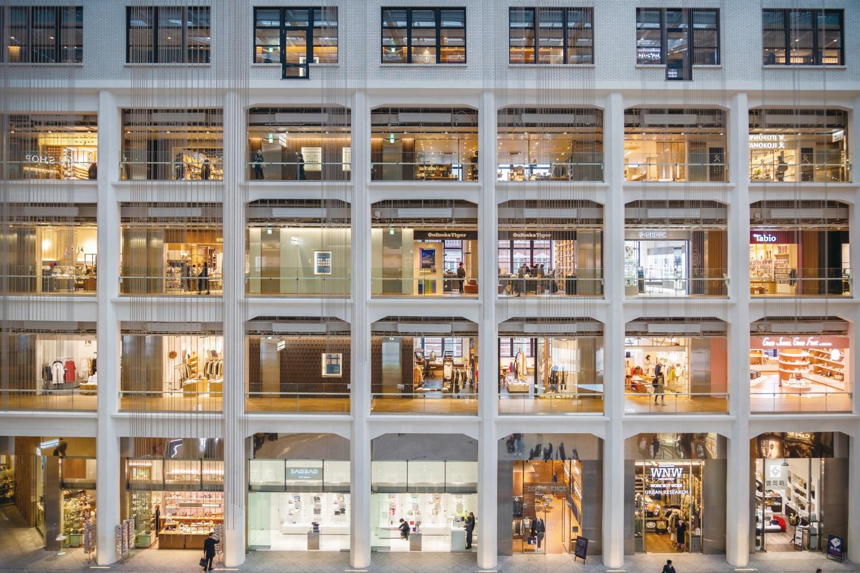 중앙 우체국을 재개발해 만든 대규모 복합 쇼핑몰 키테. 도쿄는 지금 다양한 삶의 방식으로사는 것이 가능한 도시, 라이프스타일 플랫폼의 도시로 진화하고 있다. ⓒShutterstock
