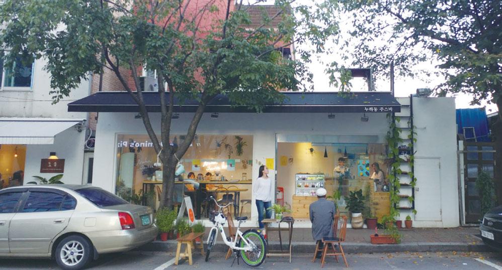 매력적인 가게가 많은 서울 서촌의 골목길 ⓒ다산북스