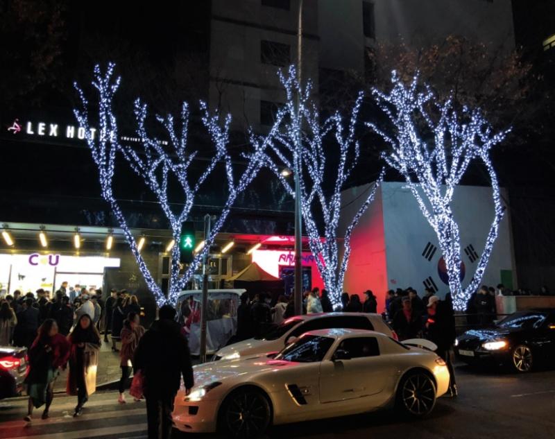 2017년 12월 17일 새벽 2시 클럽 아레나 앞 ⓒ에이도스