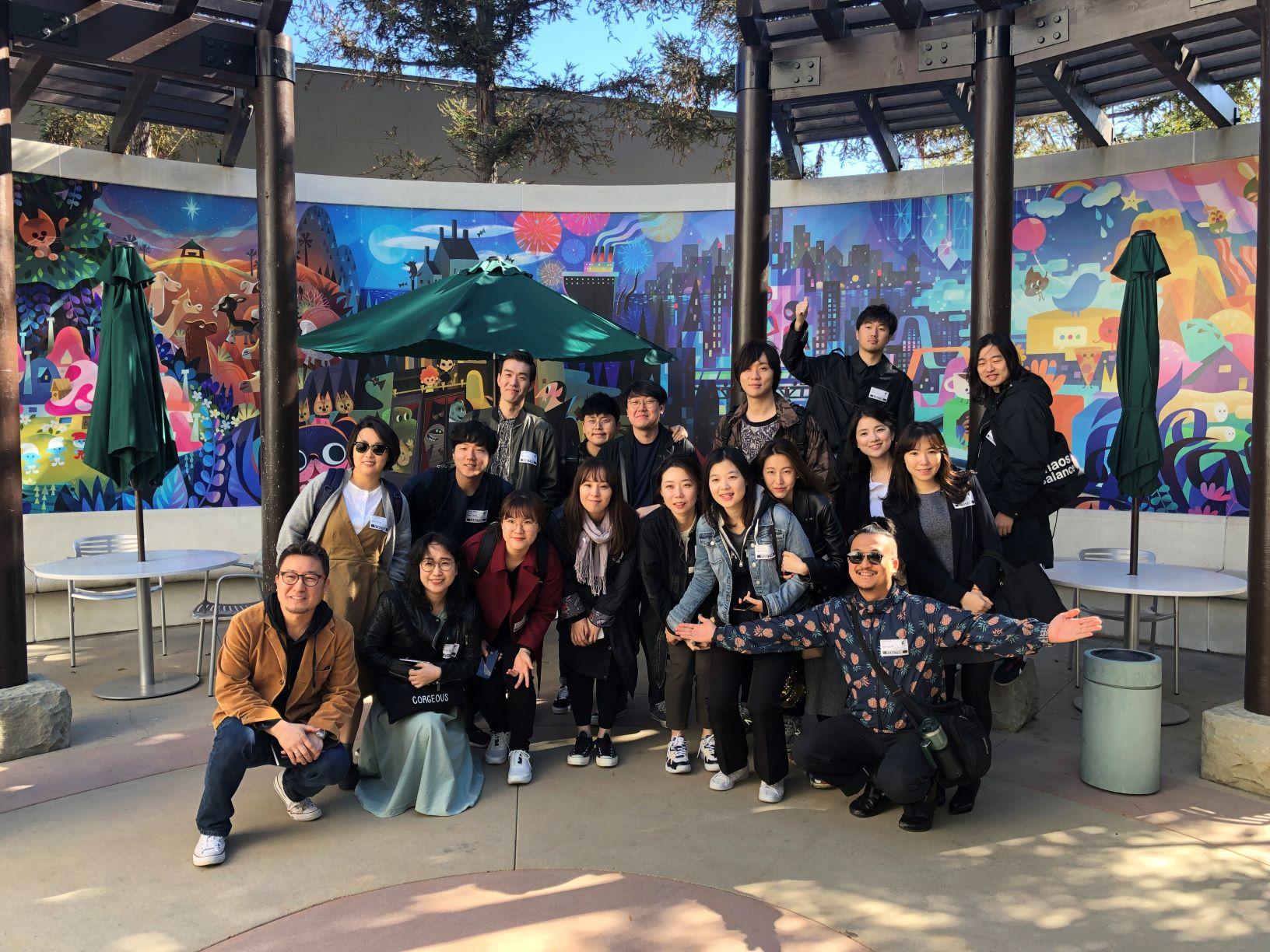 지난 3월 해외 연수 프로그램인 '데뷔 스쿨'에 참가해 미국 LA에 위치한 '소니 픽쳐스 애니메이션' 제작사에 방문한 모습 ©CJ ENM